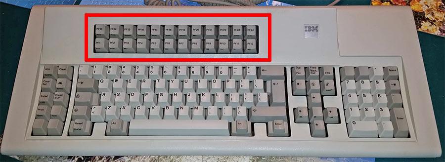 Некоторые «старинные» клавиатуры имеют 24 функциональные клавиши, как эта M3193 keyboard, образца 1988 г