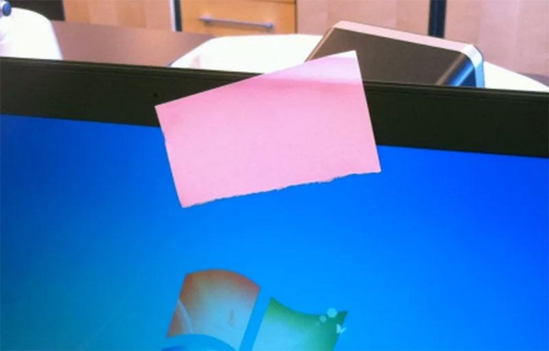 В топ-3 предметов для заклеивания веб-камеры ноутбука изолента не входит. Рулят тут стикеры и лейкопластырь!